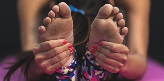 stock-yoga-woman-feet